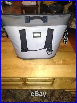 2018 Yeti Hopper Two 30 Gray / Blue NEW WITH TAGS soft zipper cooler NO RESERVE
