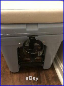 CUSTOM YETI 45qt Cooler with accessory BARELY USED