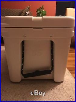 NEW Yeti Tundra Cooler 65qt white