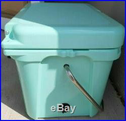 New without tags Yeti Roadie 20 Cooler Seafoam