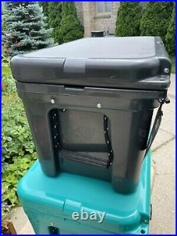 Ultra Rare YETI Charcoal Tundra 45 Cooler, NEW Has little scratches Scuffs