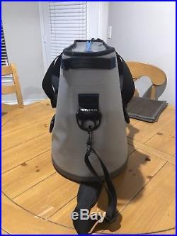 YETI Hopper 30 Leakproof Portable Cooler Fog Gray/Tahoe Blue