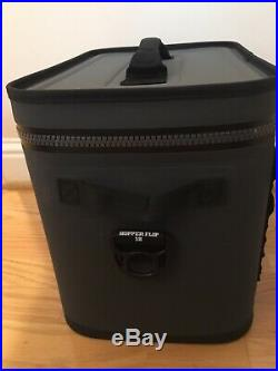 YETI Hopper Flip 18 Rugged Soft-Sided Leakproof Ice Chest Cooler Charcoal NEW