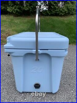 YETI ROADIE 20 COOLER ICE BLUE Discontinued Rare Used