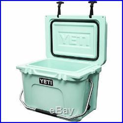 YETI Roadie 20 Cooler BRAND NEW
