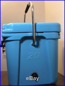 YETI Roadie 20 Cooler Reef Blue RARE DISCONTINUED COLOR
