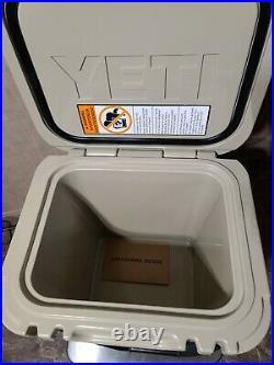 YETI Roadie 24 Hard Cooler DESERT TAN & YETI ONE GALLON JUG STAINLESS STEEL NEW