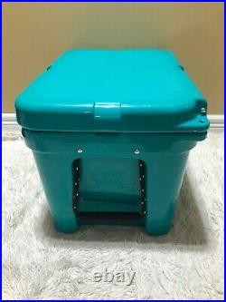 YETI TUNDRA 35 HARD COOLER LTD. ED. AQUIFER BLUE! WithDRY GOODS BASKET, SEE PIC