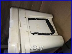 YETI Tundra 45 45-Quart Cooler withinsert tray