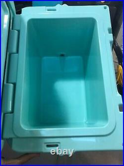Yeti 20qt Tiffany Blue Cooler