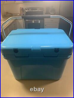 Yeti Roadie 20 Cooler Reef Blue Rare Excellent Condition