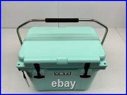 Yeti Roadie 20 Hard Cooler Seafoam 5.0 Gallon / 16 Can Capacity