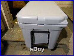 Yeti Tundra 45 Reef Blue Cooler Excellent Condition